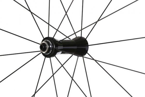 Black Inc carbon hjul med Sapim eger